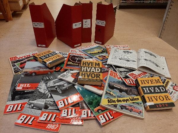 Med hjælp fra Dansk Veteranbilklubs store bibliotek har vi fundet et væld af nybilspriser