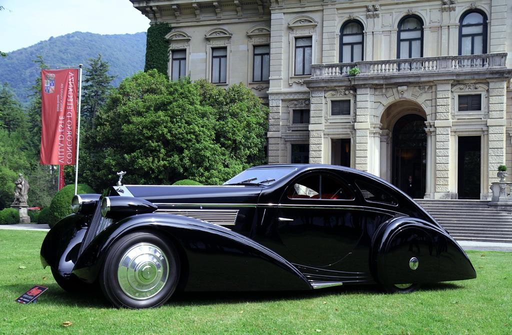 1925 Rolls Royce Phantom I. Oprindeligt med cabriolet karroseri fra Hooper, men i 1934 ombygget med nyt karrosseri hos Jonckheere i Belgien. Bilen er bevaret og restaureret i den seneste udgave.
