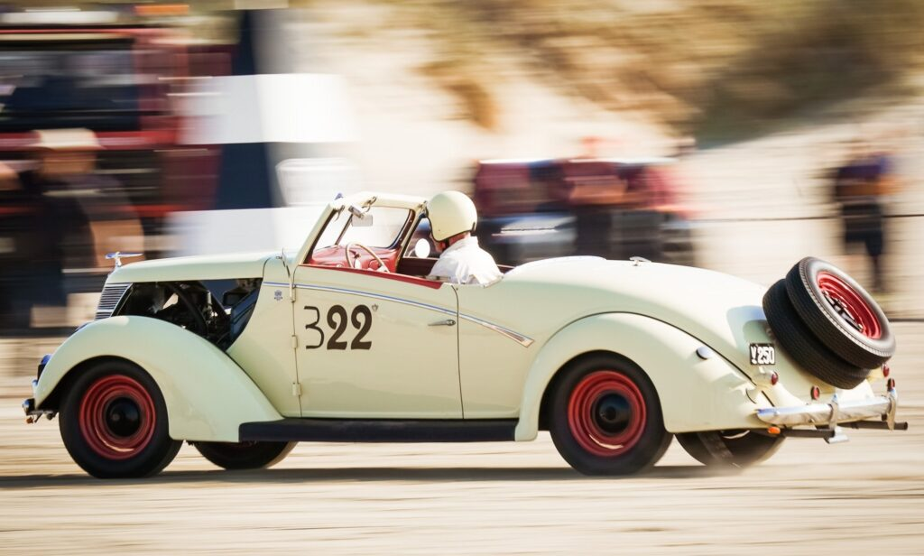 1937 Ford V8 4 dørs Sedan de Luxe. Efter kraftig trafikskade ombygget til roadster i 1946, på Randers karrosserifabrik. Bilen er bevaret og restaureret i den seneste udgave.