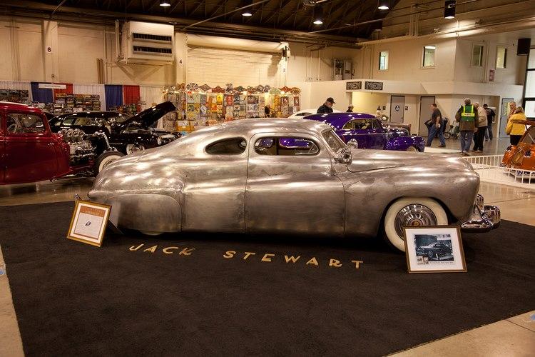 1941 Ford V8 coupe, ombygget af Jack Stewart fra 1947 og frem. Bilen er bevaret og i dag under restaurering, Foreløbig er den i dag i hvid primer, senere skal den igen se ud som den så ud i 1954.