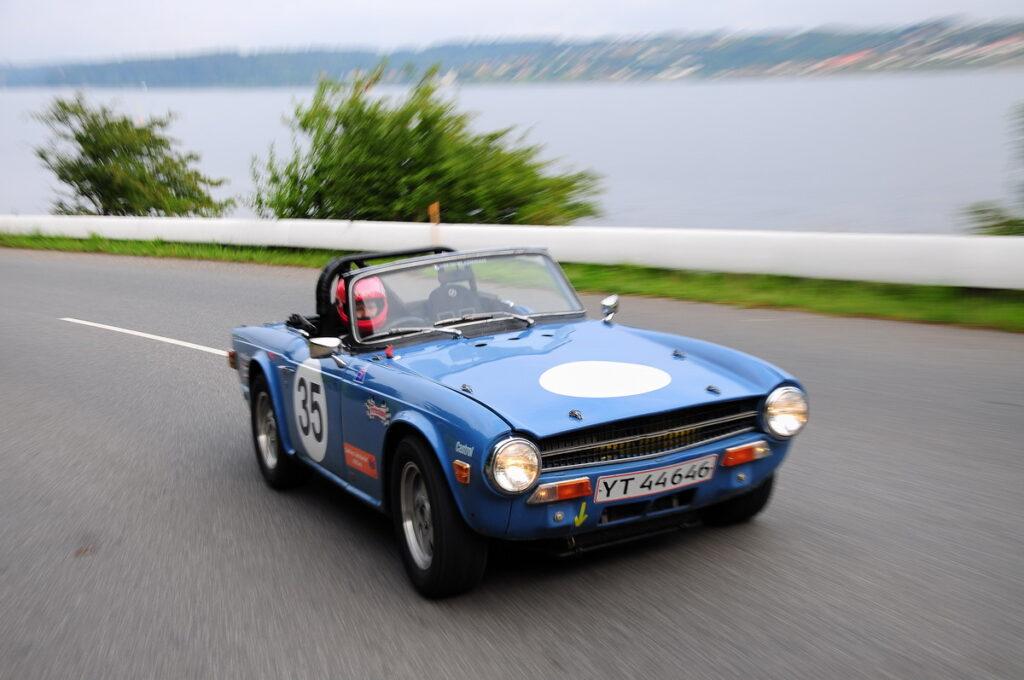 1970 Triumph TR6, ombygget til weekendracer i perioden omkring 1985. Bruges stadig til formålet med de daværende modifikationer.