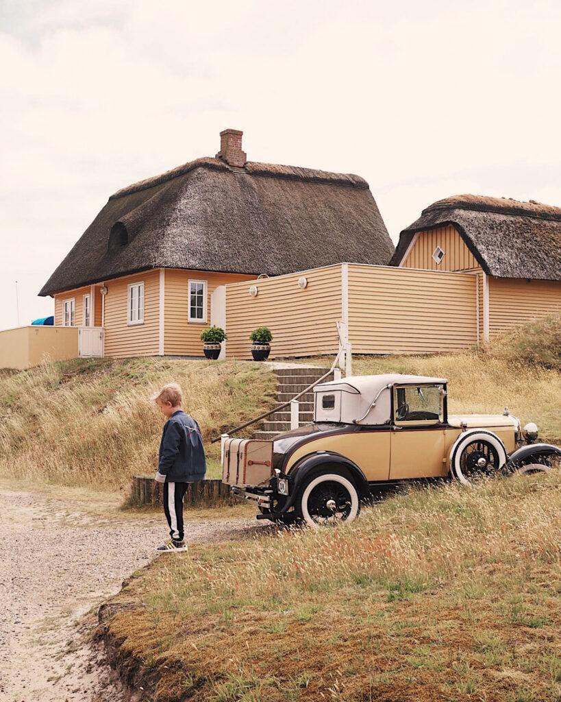 Man kan godt have hus, børnebørn, og det halve liv i Danmark, men ikke en veteranbil, hvis ikke også adressen er her (Foto: Danica Chloe - danicachloe.dk)